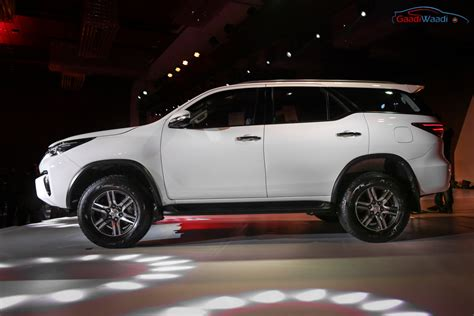 toyota in new toyota fortuner india price specs pics mileage