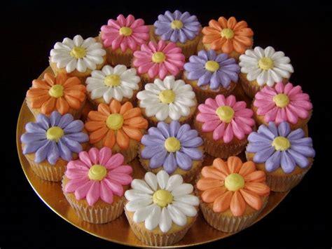 Flower Design Cupcakes | flower cupcakes recipe dishmaps