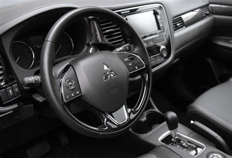 mitsubishi outlander 2016 interior 2016 mitsubishi outlander review 7 seats awd 25k