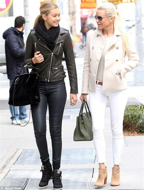 white jeans like yolanda foster like mother like daughter yolanda foster tries nowmynews