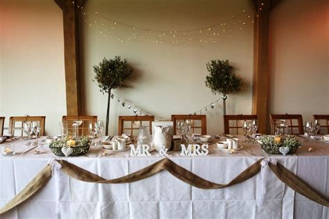 rustic head table   burlap head table wedding