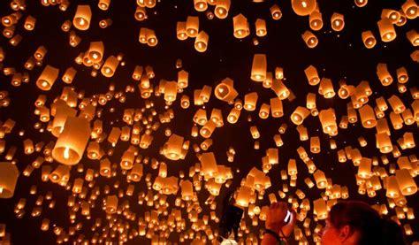 mongolfiere volanti lanterne volanti nei cieli lombardi nuovo rischio per