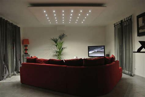 illuminazione salotto moderno un salotto moderno e chic illuminato da faretti led