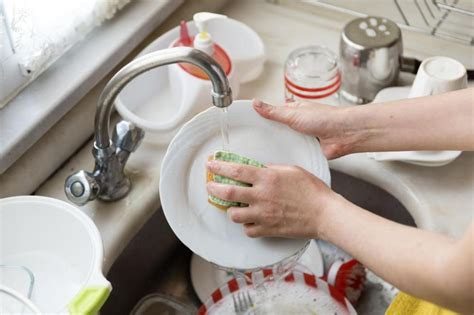 Pictures Of Washing Dishes washing dishes can help ease overworked minds upi