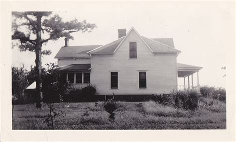 another view of the noyes home in liberal missouri