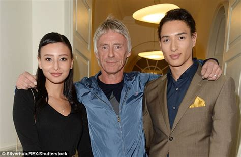 dee c lee foto e paul weller 58 confirms he is expecting his third child
