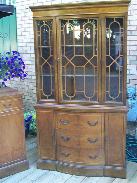 GORGEOUS TALL ANTIQUE CHINA CABINET *** OR BEST OFFER *** Rideau Township, Ottawa