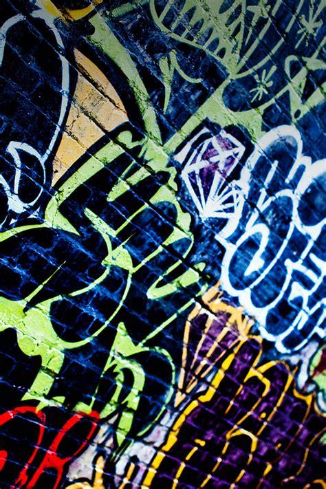 wallpaper graffiti iphone 4 freeios7 graffiti world parallax hd iphone ipad wallpaper