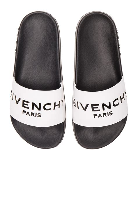 givenchy mens sandals kaley cuoco bursts out laughing as she s gifted a drawing