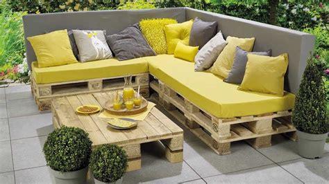 banc pour salon beau salon de jardin fait avec des palettes avec banc
