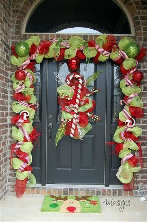 images of christmas door decorations 38 stunning christmas front door d 233 cor ideas digsdigs