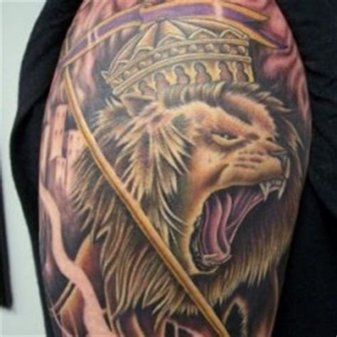 lion with crown done by greg ashcraft at skinworx