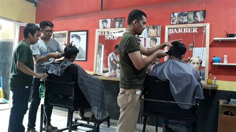 Catok Rambut Di Bandung suasana sedang pelatihan potong rambut di fbc bandung
