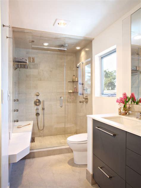 salle de bain avec du carrelage en calcaire