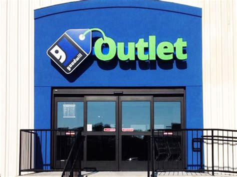 goodwill opens new outlet store in rockford illinois