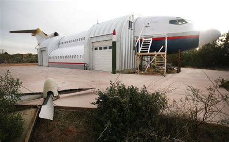 jets house engineer builds jumbo jet guesthouse with airplane parts