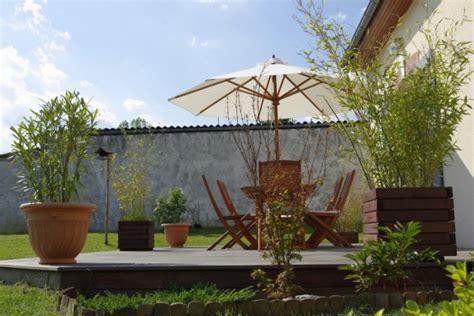 Formidable Idee De Jardin Pas Cher #1: idee-deco-exterieur-terrasse-m-idee-deco-entree-exterieure-maison-exterieur-mur-07080321-de-jardin-pas-cher-decoration-pour-noel-automne-halloween-mariage.jpg