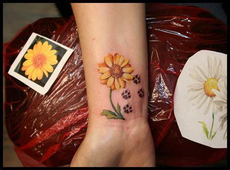 tattoo flower print 41 cool daisy tattoos on wrist