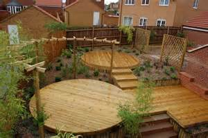protection terrasse bois curved pergola wrapped around circular pine deck deck
