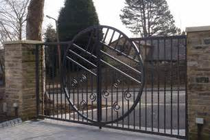 contemporary metal gates www imgkid com the image kid has it