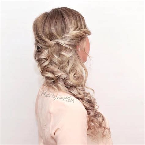 Curly Hairstyles For Homecoming by Best 20 Curly Homecoming Hairstyles Ideas On