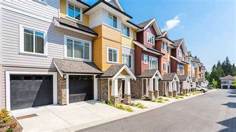 townhouse or house single family homes vs attached unit homes pros cons