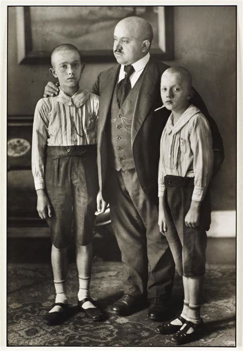 photo book store august sander la fotografia non august sander widower 1914 printed 1990 169 die photographische sammlung sk stiftung kultur