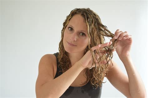 styles for curly layered hair using and combs how to comb curly hair justcurly com