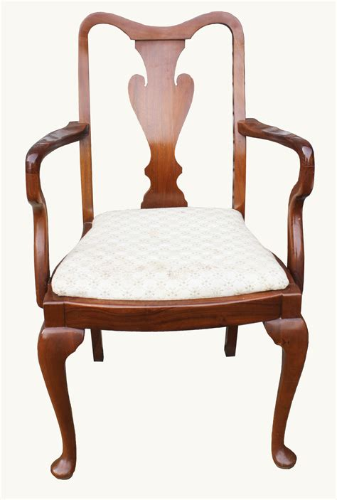14 queen anne style walnut dining chairs at 1stdibs a set of walnut queen anne style dining chairs hogarths