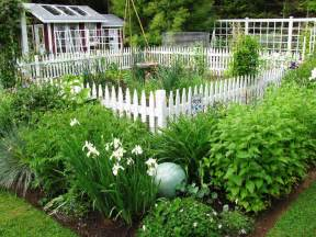 Stylish Vegetable Garden Fence : Fence Ideas   Ideas For