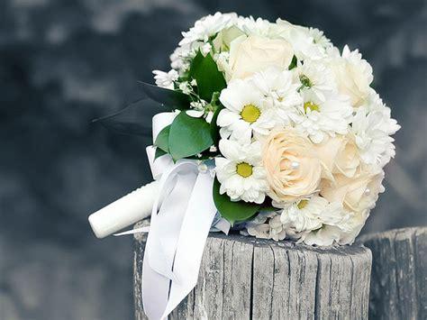 mazzo di fiori da sposa significato di fiori e colori per il tuo bouquet da sposa