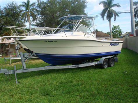 pursuit boats linkedin 1991 used pursuit 2350 walkaround fishing boat for sale