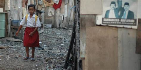 Tas Sekolah Anak Anak Tbg 335 miskin 3 saudara di bandung pakai peralatan sekolah