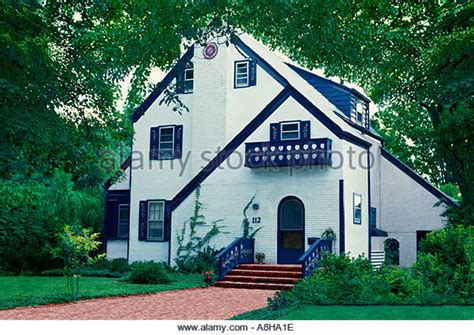 white house with blue trim blue trim stock photos blue trim stock images alamy
