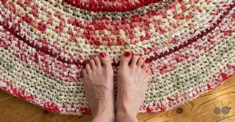 diy knit rug crochet your own rag rug free pattern unravel knit crochet free pattern crochet and