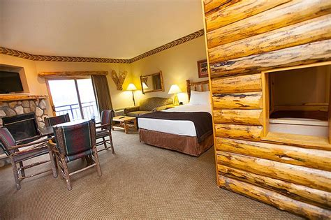 great wolf lodge rooms pictures indoor water park in michigan traverse city greatwolf