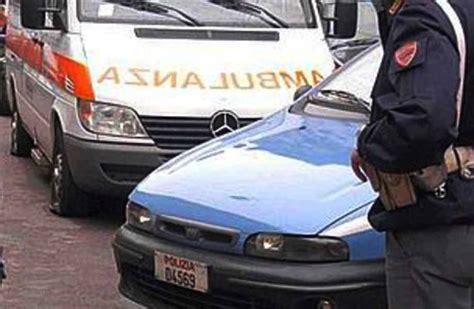 ufficio sta napoli napoli poliziotti salvano un cittadino che tenta il
