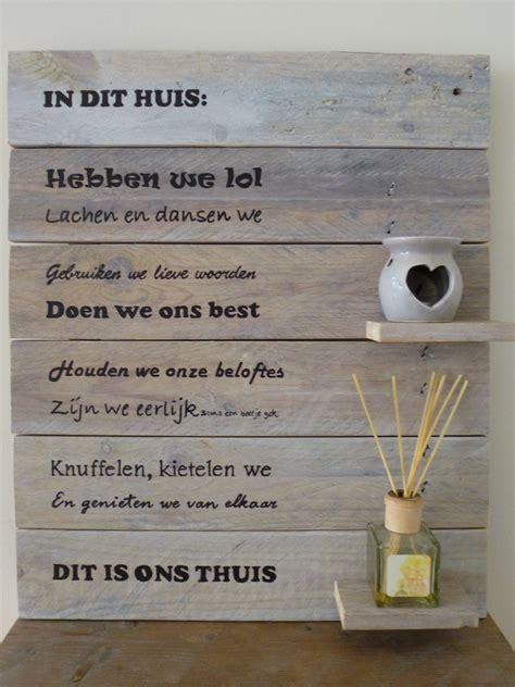 houten bord met tekst tuin mooi houten tekstbord in dit huis de tekst wordt er op