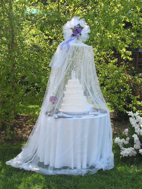 {diy Wedding Ideas} Protect Your Outdoor Wedding Cake