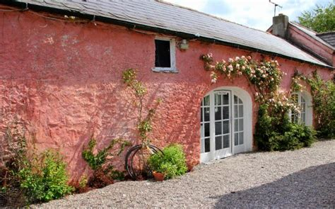 Pink Cottage by Hotel R Best Hotel Deal Site
