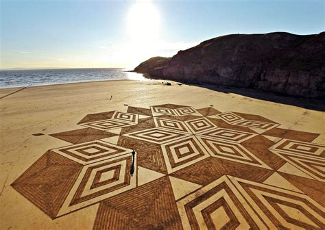 sand pattern artist race against tide sand artist creates amazing patterns
