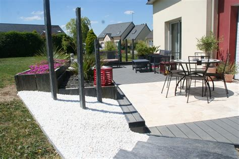 moderne überdachungen terrasse terrasse bois composite et travertin de marbre blanc