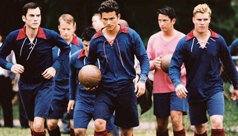 film kisah nyata sepak bola 10 film keren ini wajib ditonton penggemar sepak bola tentik