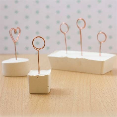 diy photo or place card holders craftbnb step by step tutorial to make these note or place card