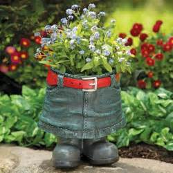 20 flower planters for your backyard who fall in