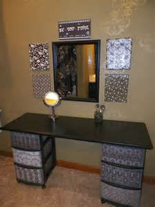 Diy Vanity Table Plans Diy Makeup Vanity Oh My Gosh What A Great Idea I Already One Of These Was Wanting To