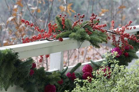 decorare il terrazzo decorare il balcone per natale 20 idee da cui ispirarsi