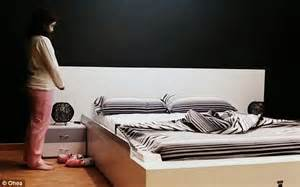 to make the bed in spanish smart bed that makes itself how lazy can modern life get
