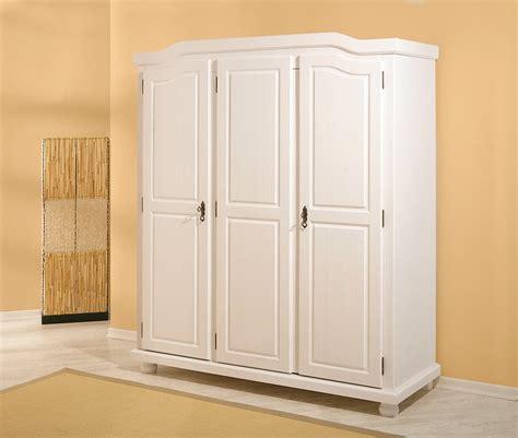 petites armoires de rangement armoire rangement armoire penderie pin massif blanche 224 3