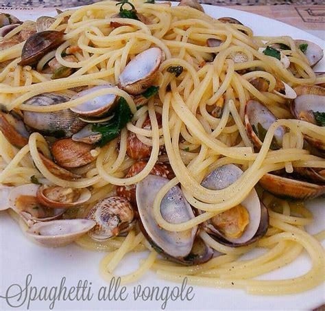 cucinare spaghetti alle vongole spaghetti alle vongole veraci in bianco i sapori di casa